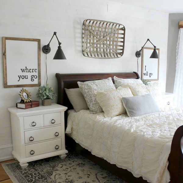 picture of bed with single tobacco basket hanging above it
